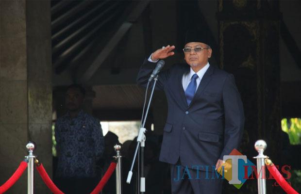 Bupati Malang Rendra Kresna saat menjadi inspektur upacara Hari Jadi Ke-73 Provinsi Jatim di Pendapa Kabupaten Malang,  Jumat (12/10/2018). (Nana)