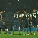 Pemain Arema FC saat menjalani pertandingan (instagram @aremafcofficial)