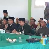 Eleman masyarakat keagamaan Lumajang ketika menggelar konferensi pers (Foto : Moch. R. Abdul Fatah / Jatim TIMES)