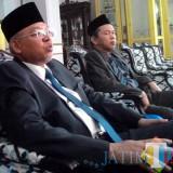 Bupati Malang Rendra Kresna (kiri) bersama Sekda Kabupaten Malang Didik Budi Muljono saat menyampaikan harapannya atas berbagai program besar  bisa terwujud (Nana)