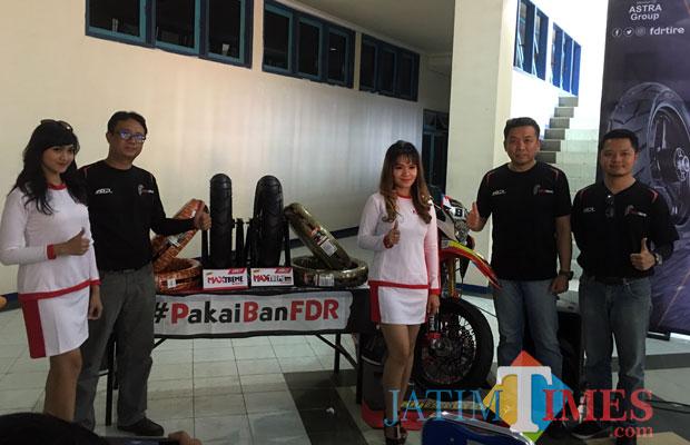 PT Suryaraya Rubberindo Industries saat mengenalkan ban FDR varian Maxtreme series di Stadion Kanjuruhan, Kecamatan Kepanjen. (Foto : Ashaq Lupito/MalangTIMES)