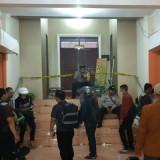 Nampak ruangan Rektorat Unikama saat dipasang garis polisi (ist)