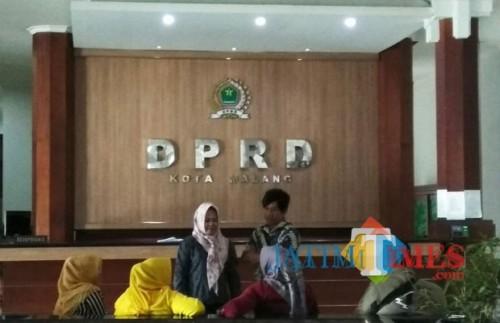 Suasana lobi gedung DPRD Kota Malang (Foto: Nurlayla Ratri/ MalangTIMES)
