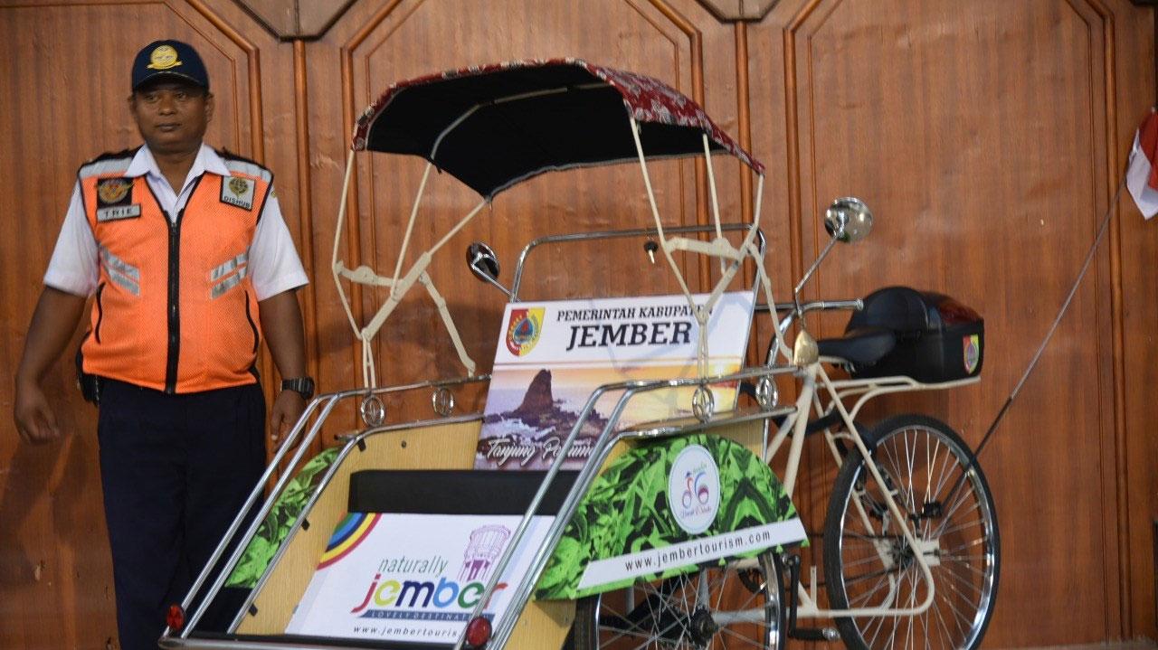 Becak wisata yang sudah diremajakan Pemkab Jember. Tahun depan ribuan becak di Jember akan seperti ini. (foto : dokumentasi / Jatim TIMES)