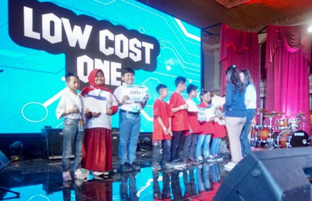 Peraih juara I Kompetisi low cost WIRC Robbot Challenge Lowcost One dari SD Plus Muhammadiyah Brawijaya Kota Mojokerto. (Foto: istimewa)