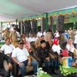 Wali Kota Malang, Sutiaji (tiga dari kiri) bersama Jajaran Forkopimda Kota Malang yang menghadiri Launching BPJS Ketenagakerjaan di Pasar Oro-oro Dowo (Anggara Sudiongko/MalangTIMES)