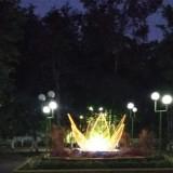 Hutan kota di Jalan Gajamada di malam hari dilengkapi dengan lampu hias (Foto : DLH Lumajang / Jatim TIMES)
