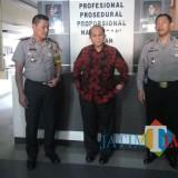 Ketua L2DIKTI, Suprapto (tengah) bersama Kapolres Malang Kota, AKBP Asfuri (kiri) dan Kapolsek Sukun, Kompol Anang Trihananta (Kanan) (Anggara Sudiongko/MalangTIMES)