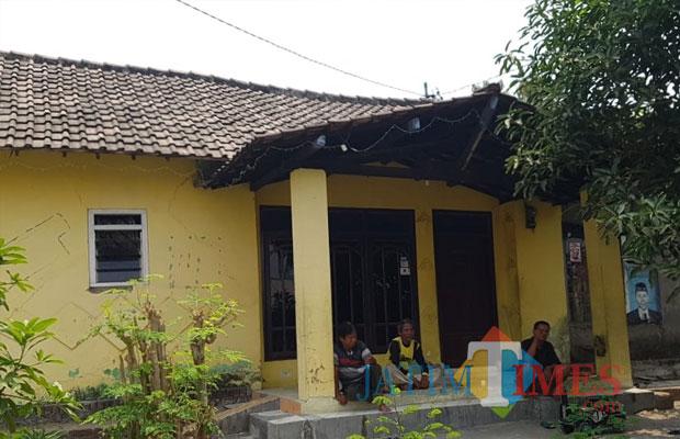 Rumah pengganda uang di Gempol. (Foto: arishandi)