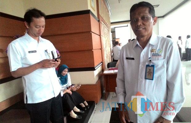 Kepala DKP Kabupaten Malang Nasri Abdul Wahid  (kanan) menyatakan Kabupaten Malang bersiap dalam menerapkan cadangan pangan beras. (Nana)