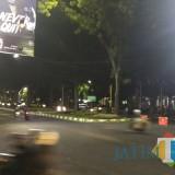 Penutupan perempatan Jalan Bandung - Jalan Veteran menggunakan barrier untuk sementara dalam rangkaian rekayasa lalu lintas. (Foto: Nurlayla Ratri/MalangTIMES)