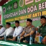 Bupati Lumajang H. Thoriqul Haq M.ML bersama Kapolres Lumajang, Ketua PCNU, Ketua PD Muhammadiyah dan undangan lainnya dalam acara doa bersama (Foto : Moch. R. Abdul Fatah / Jatim TIMES)