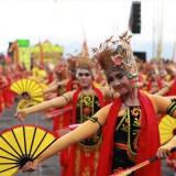 Penampilan para penari Gandrung pasa Festival Gandrung Sewu tahun lalu