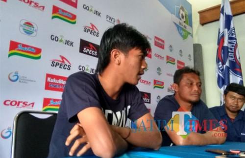 Jayus Hariono saat dijumpai di Kandang Singa (foto: Hendra Saputra/ MalangTIMES)