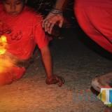 Para santri saat bermain bola api dalam memperingati Hari Santri. (Eko Arif S)
