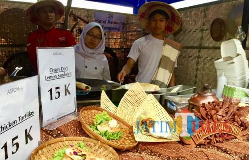 Suguhan kuliner traditional salah satu stand di Batu Street Food Festival 2018 di Balai Kota Among Tani. (Foto: Irsya Richa/MalangTIMES)