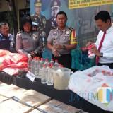 Barang bukti ribuan botol miras saat rilis di Polres Malang Kota (Anggara Sudiongko/MalangTIMES)