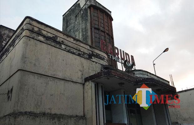 Gedung teater Garuda yang kini hanya tinggal bangunan tua. (foto: Eko Arif S/ JatimTIMES)