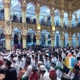 Ribuan santri yang memenuhi masjid Raoudotus Sholihin dalam acara Tasyakuran Hari Santri Nasional (foto : Moh. Ali Makrus / JatimTIMES)