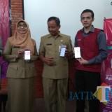 (Dari kanan ke kiri):  Dokter Gamal Albinsaid (pengagas InMed), Abdul Malik (asisten I Pemkot Malang), dr Asih Tri Rachmi (kadinkes Kota Malang).  (Hendra Saputra)