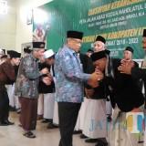 Bupati dan Wakil Bupati Lumajang ketika memberikan ucapan selamat kepada Pengurus NU Lumajang (Foto : Moch. R. Abdul Fatah / Jatim TIMES)