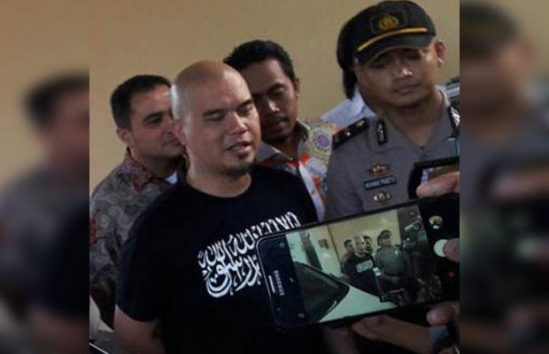 Ahmad Dhani saat mendatangi Polda Jatim. (Istimewa)