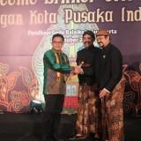 Wali Kota Malang Bergelar Kanjeng Raden Tumenggung Kenalkan Maestro Payung di Surakarta