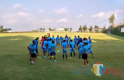 Skuat Arema FC ketika menjalani latihan di Lapangan Agrokusuma, Batu (Hendra Saputra)