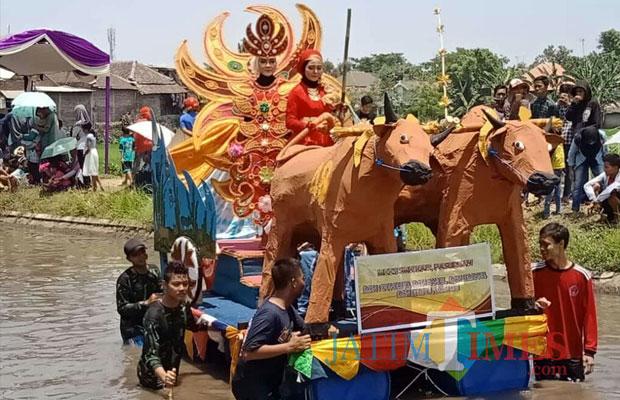 Rakit peserta Carnival on The River. (Foto: Arishandi)