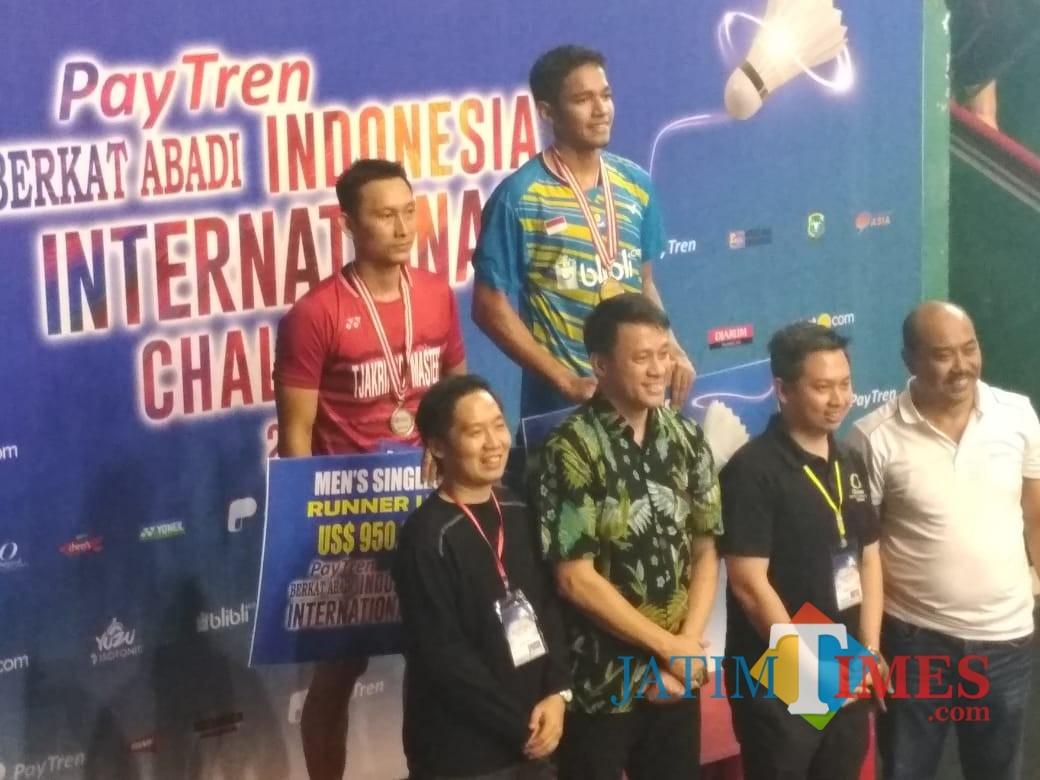 Chico Aura Dwi saat naik ke podium juara.