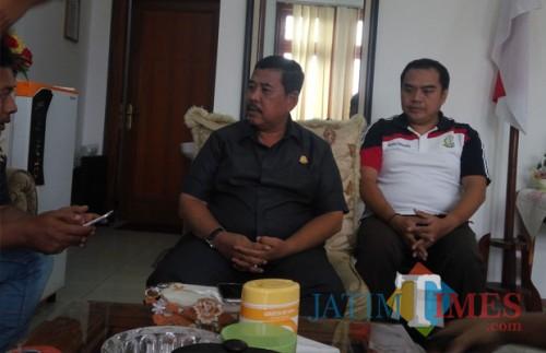 Kajari Kota Malang Amran Lakoni SH MH (kiri). (Anggara Sudiongko/MalangTIMES)