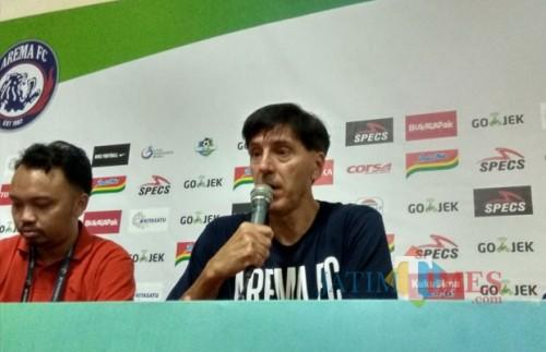 Pelatih Kepala Arema FC Milan Petrovic Hendra Saputra