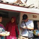 Program pemberian makanan kepada warga miskin di Surabaya.
