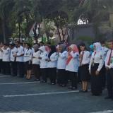 Para hakim dan staf Pengadilan Negeri Banyuwangi melakukan doa bersama untuk korban kecelakaan Lion Air