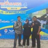 Erdinsa Amilika Anjani saat memamerkan medali perak ketika menjuarai pencak silat tingkat nasional, dalam ajang Kejuaraan Nasional Pencak Silat Open Turnamen Yogyakarta Championship 4 (Foto : Istimewa)