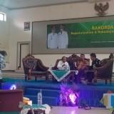 Kepala Disparbud Lumajang memaparkan sejumlah materi dalam Rakorda Kepariwisataan & Kebudayaan. (Foto: Pawitra/JatimTIMES)