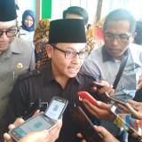 Sutiaji saat diwawancarai wartawan (foto: Imarotul Izzah/Malang Times)