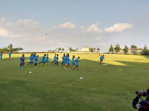 Skuat Arema FC saat menjalani latihan (Hendra Saputra)