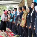 Wabup Lumajang ketika menghadiri acara deklarasi sekolah inklusi di KWT Wonorejo Lumajang.