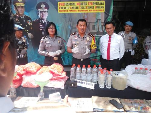 Kasat Reskoba Polres Malang Kota AKP Syamsul Hidayat (baju putih).(Anggara Sudiongko/MalangTIMES)