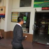 Muhammad Soleh dan Rekan saat meregistrasi gugatan kliennya ke PN Probolinggo beberapa hari yang lalu (Agus Salam.Jatim TIMES)