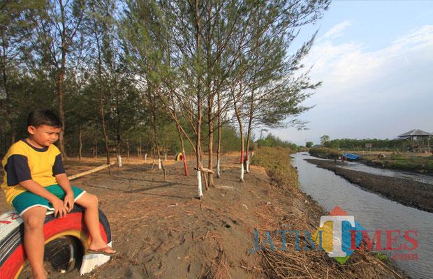 Tempat duduk ini, swadaya warga Kelurahan Pilang,m Kecamatan kademangan (Agus Salam/Jatim TIMES)