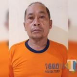 Lestari tersangka pengancaman saat diamankan polisi beserta barang bukti sebilah sajam, Kecamatan Turen (Foto : Polsek Turen for MalangTIMES)