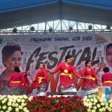 Suasana para seniman sanduk di Festival Sanduk 2018 di Gedung Mbatuaji Desa Oro-Oro Ombo, Kecamatan Batu, Selasa (6/11/2018). (Foto: Irsya Richa/MalangTIMES)