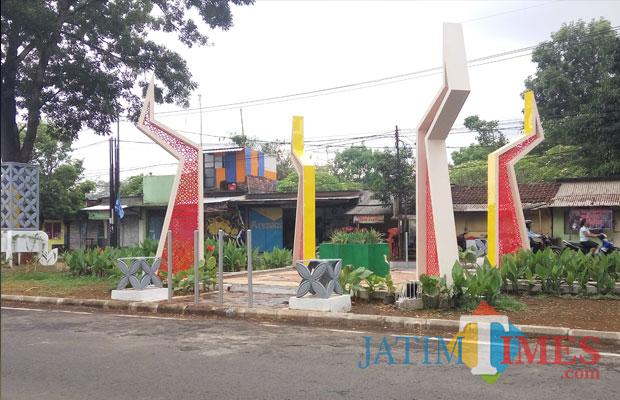 Plaza utama sebagai icon kawasan Jalan Ki Ageng Gribik (Anggara Sudiongko/MalangTIMES)