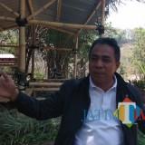 Kabid Persampahan dan Pertamanan Dinas Lingkungan Hidup (DLH) Kota Batu, Mawardi saat ditemui di TPA Tlekung. (Foto: Nurlayla Ratri/MalangTIMES)