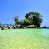 Pantai Balekambang merupakan destinasi wisata Kabupaten Malang yang masih jadi primadona bersama sederet pantai lainnya (WisataTempat.com)