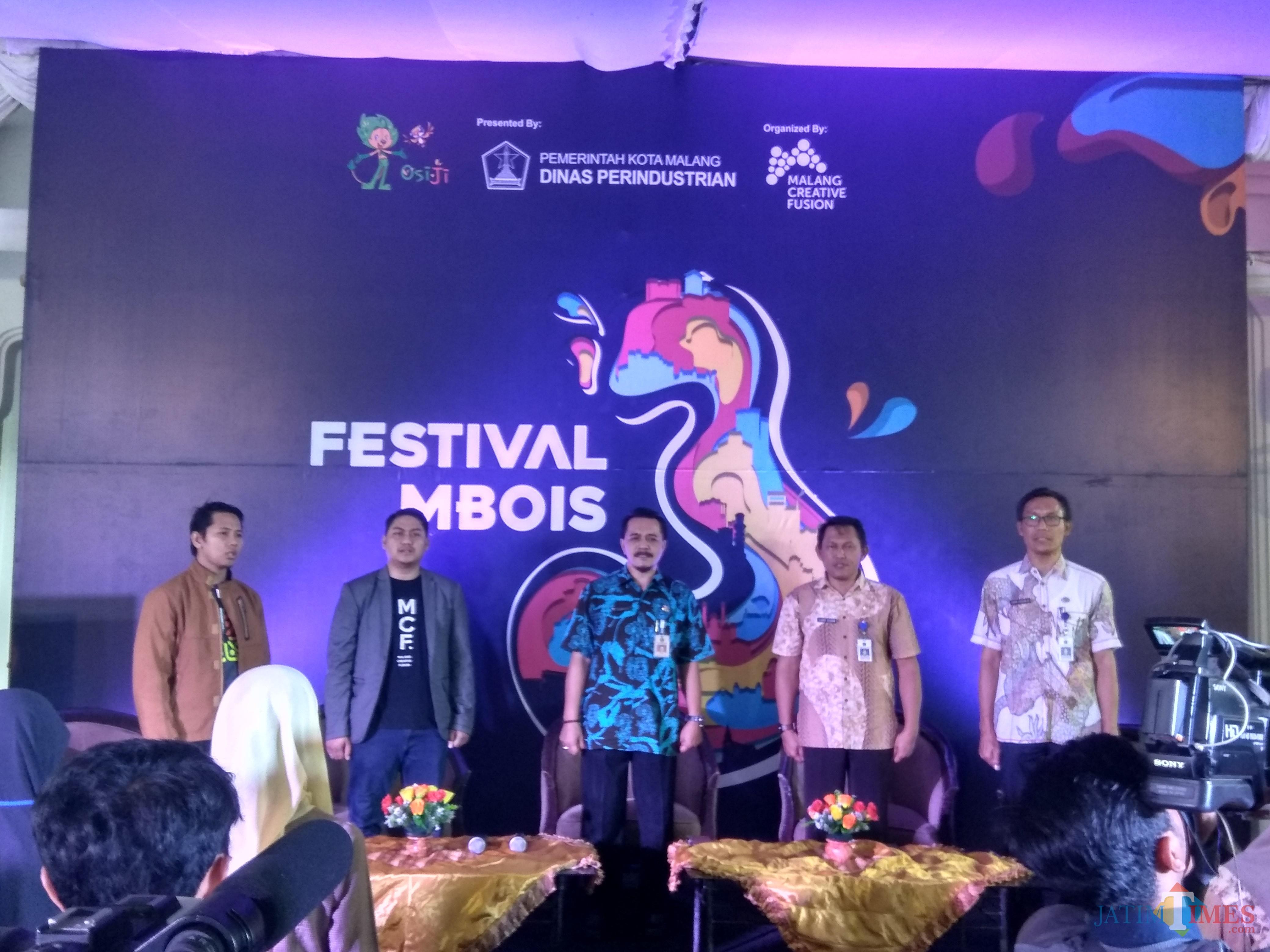 Kepala Dinas Perindustrian Kota Malang, Subkhan (tengah) saat membuka Festival Malang Mbois di Hotel Richie (Hendra Saputra)
