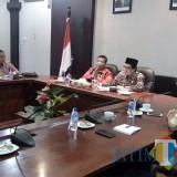 Rombongan Pemkab Humbang Hasundutan yang dipimpin Wakil Bupati Saut Parlindungan Simamora di ruang lobbi Pemkab Jember (foto : Moh. Ali Makrus / JatimTIMES)