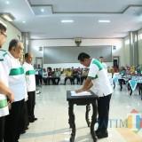 Bupati Lumajang H. Thoriqul Haq ketika menandatangani MoU dengan 4 RS Swasat di Lumajang (Foto : Doc Humas / Jatim TIMES)
